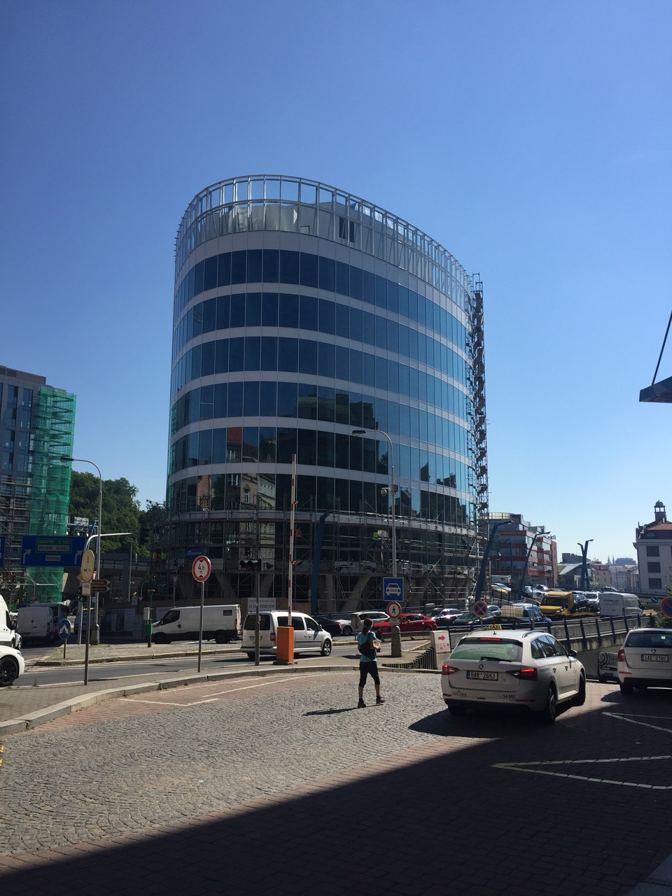 <p>The construction has already reached a successful end. We have successfully passed the final building approval and we take over the completed building from the general contractor Hochtief. Since December, Apleona HSG s.r.o. becomes the new technical manager of the building.</p>
